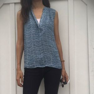 Vince. Blue printed sleeveless blouse xs